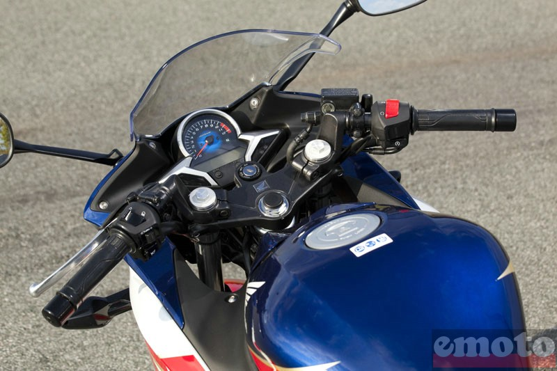 Photo de la Honda CBR 250 R modèle 2011