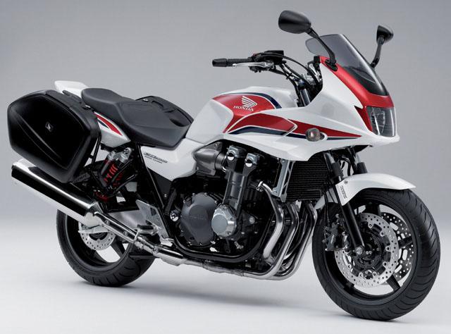 Des motos qui feraient bien des prochaines.... Honda-cb1300-super-touring