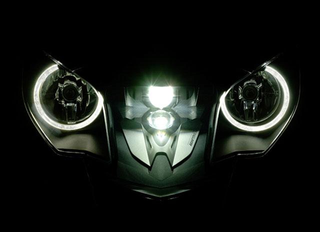 La nouvelle Audi A3 Bmw-k-1600-gtl-optique-directionnel
