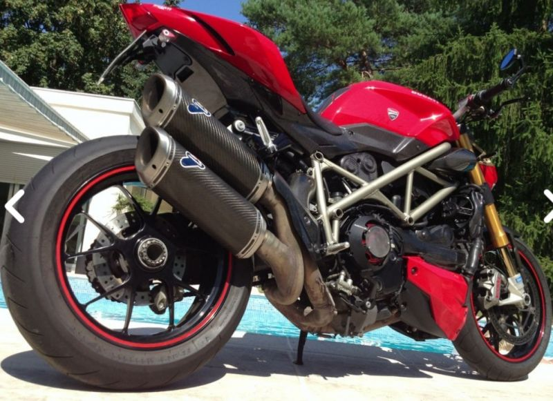 Vends Ducati Streetfighter S 1098 full carbone 2/3