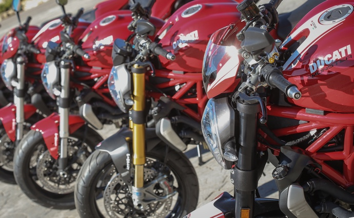 Ducati Monster 1200 R, 1200 S et Stripe, 1200