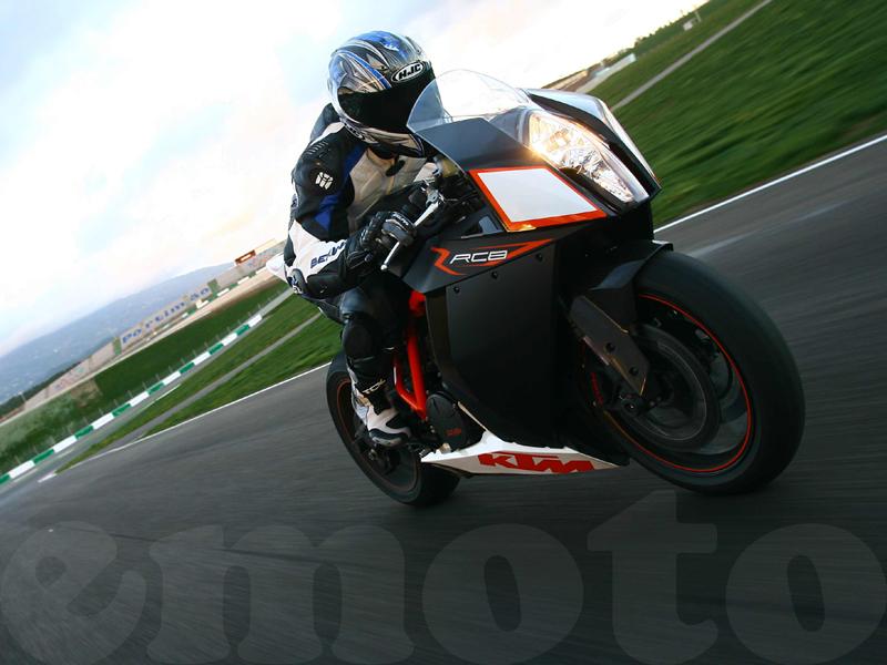 Essai KTM 1190 RC8 R modèle 2009 par Julien Metrop - Photos DR