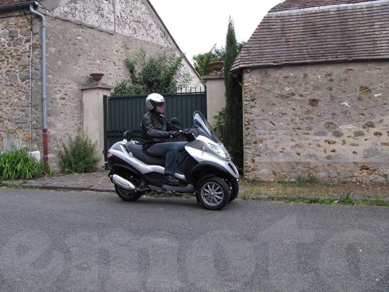Essai Piaggio MP3 300 LT modèle 2010 par Jean-Michel Lainé