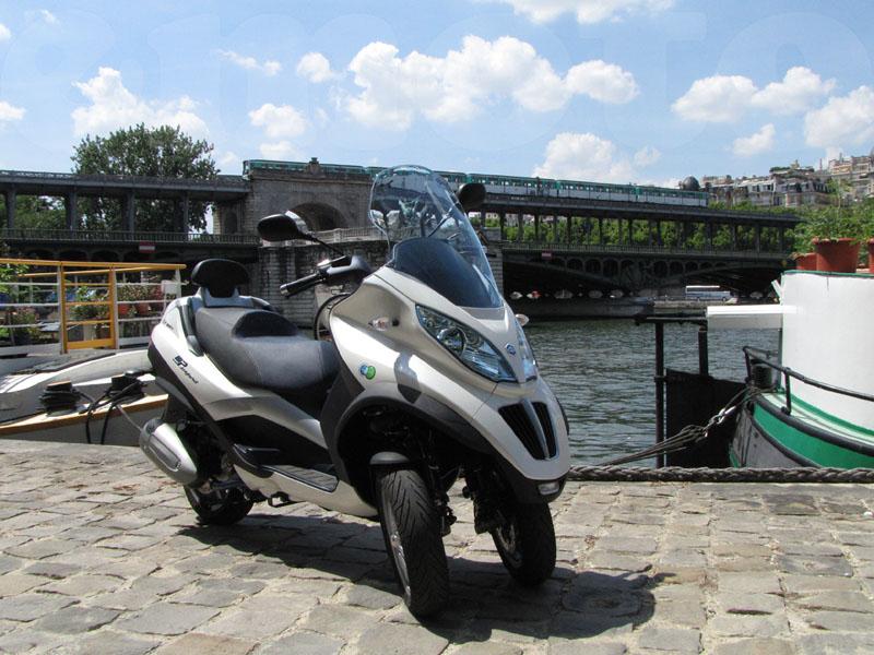 Essai Piaggio MP3 300 LT Hybride 2010 par Jean-Michel Lainé