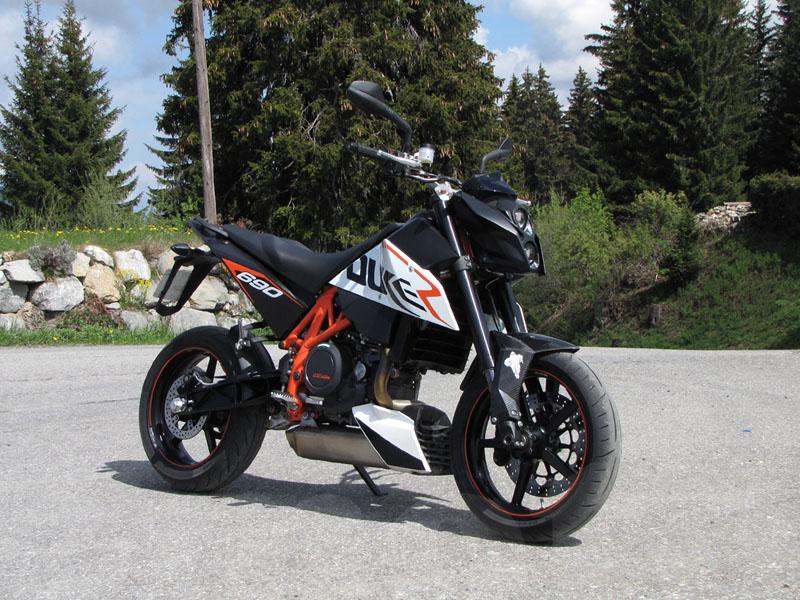 Essai KTM Duke 690 R - Emoto