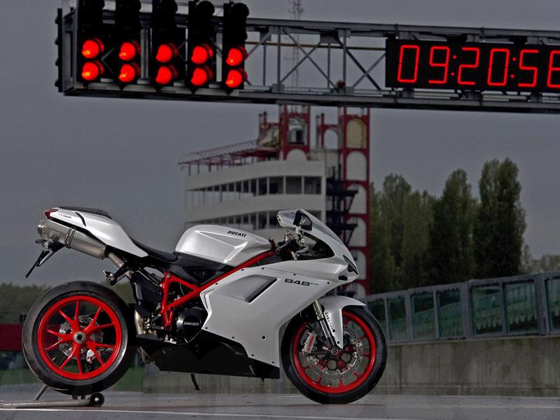 Essai Ducati 848 Evo 2010 par Julien Métrop