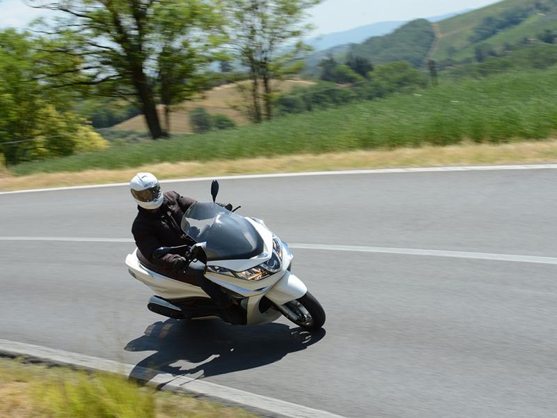 Essai Piaggio X10 125, 350 et 500 modèle 2012 par Jean-Michel Lainé