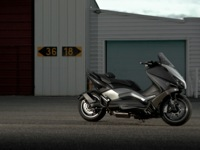 Photo 8 Essai Yamaha T-Max 530 Lazareth Hyper Modified 2012