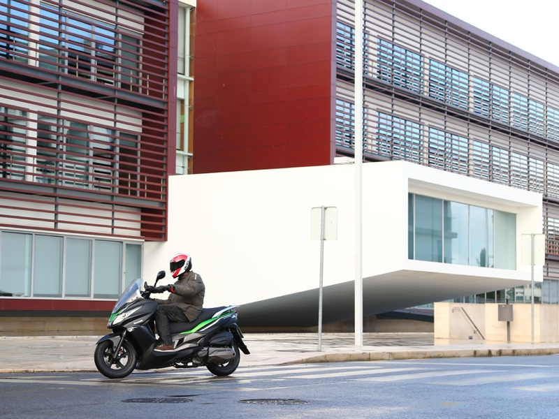 Essai Kawasaki J300 modèle 2014 par Jean-Michel Lainé