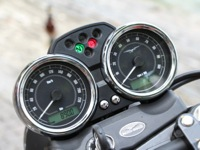 Photo 7 Essai Moto-Guzzi V7 Stone 2014