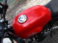 Photo 14 Essai Moto-Guzzi V7 Stone 2014