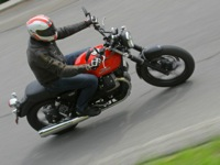 Photo 15 Essai Moto-Guzzi V7 Stone 2014