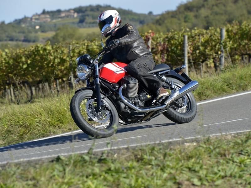 Essai Moto-Guzzi V7 II Special 2015 par Jean-Michel Lainé