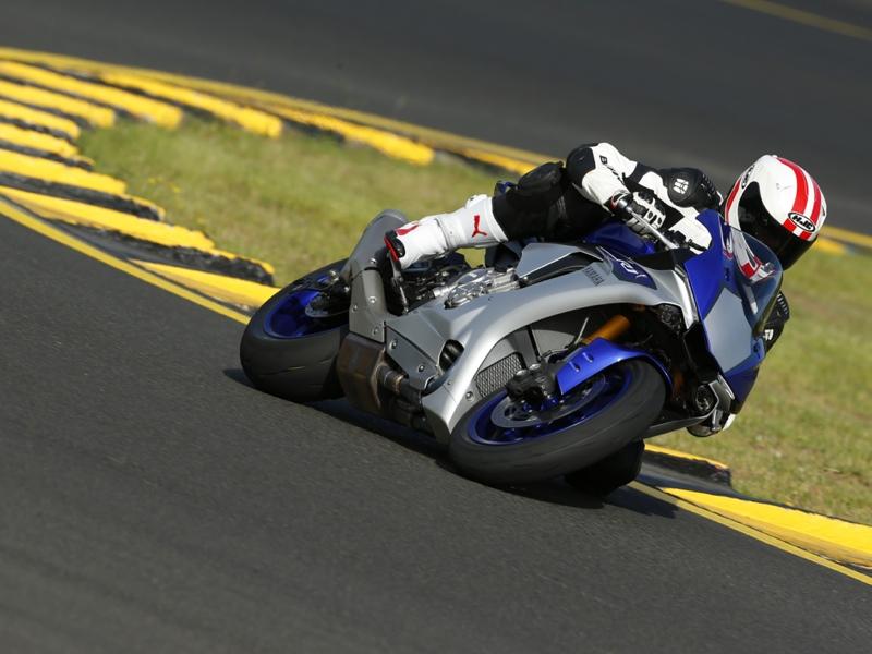 Essai Yamaha R1 et R1M 2015 par Jean-Michel Lainé