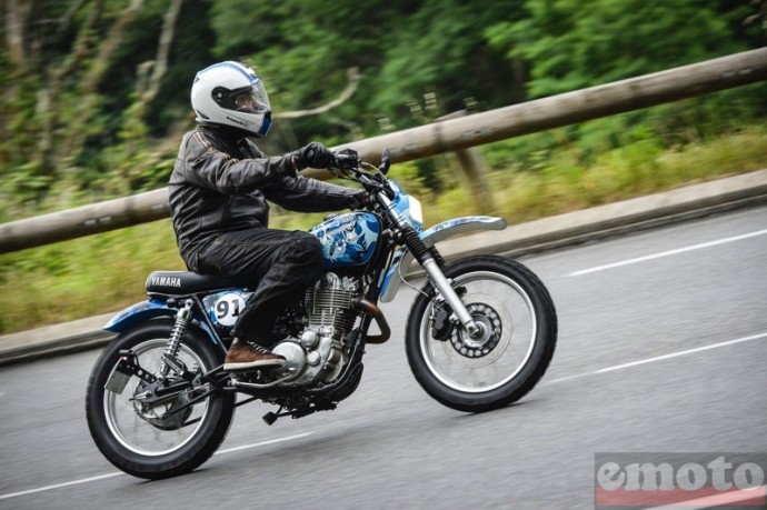 sur la route du wheels and waves sous les averses orageuses