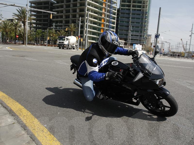 Essai Kawasaki Ninja 250R 2008 par Guillaume Mongin