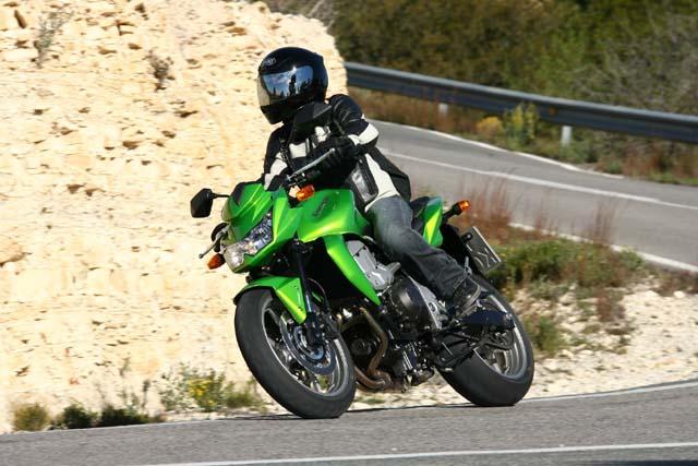 Essai Kawasaki Z750 2007 par Cécile Engelen