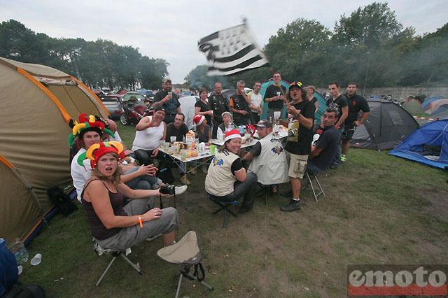 [Imagen: 24h-du-mans-camping-2011.jpg]