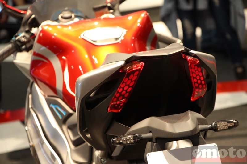 feu a led de la kymco supernex