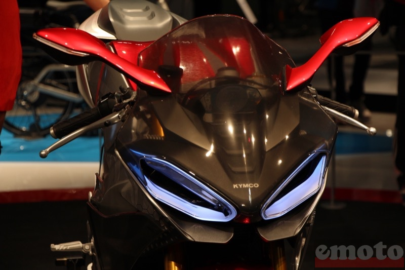 le regard a led de la kymco supernex