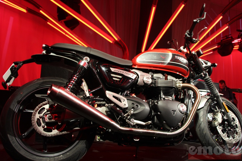 triumph speed twin 1200 plus roadster que classic