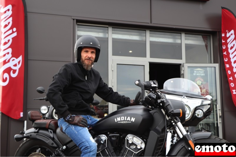 gael et son indian scout bobber a metz